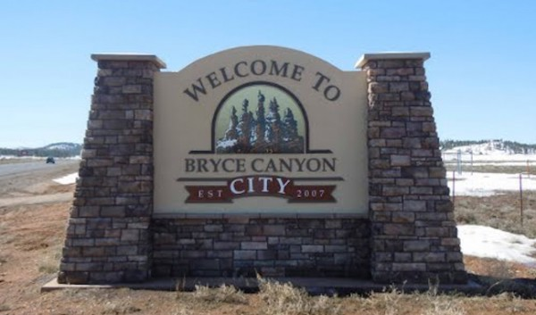 bryce canyon lodging places to stay in bryce travelwest. Black Bedroom Furniture Sets. Home Design Ideas